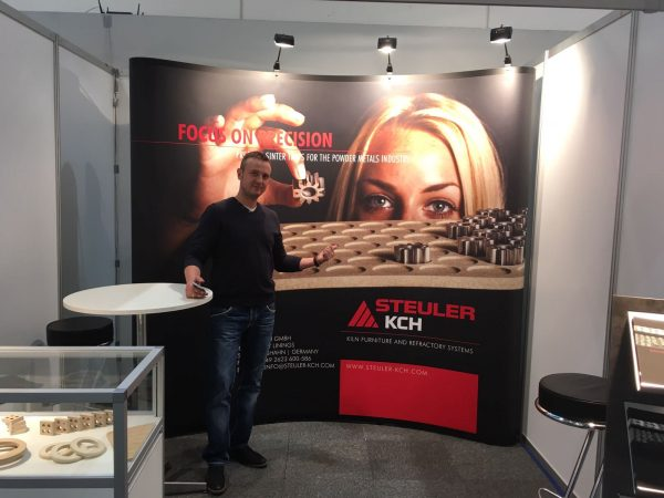 """Focus On Precision"" Messestand World PM2016 Congress & Exhibition Hamburg Jennifer Wolf Industriefotografie Hennef Köln Bonn"