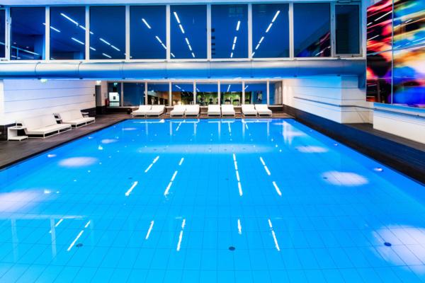 Pullman, Pool, Fotograf, Fotografin Jennifer Wolf Hennef, Köln, Bonn, Industriefotografie, Fotografie, Schwimmbad, Steuler, Bekapool, Q7